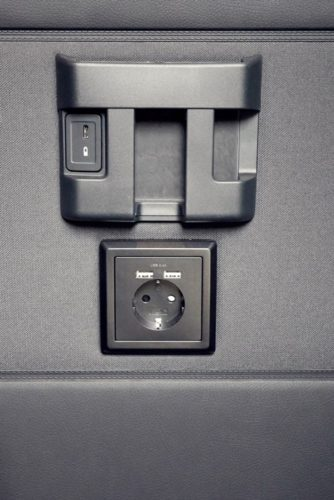Strom und USB am Platz