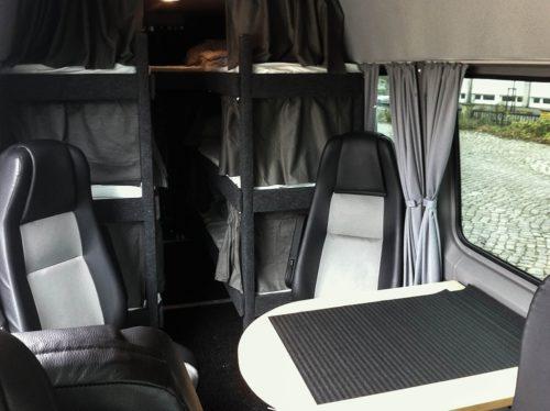 Sitzgruppe und Betten MINI-Nightliner Tourbusse Wendt