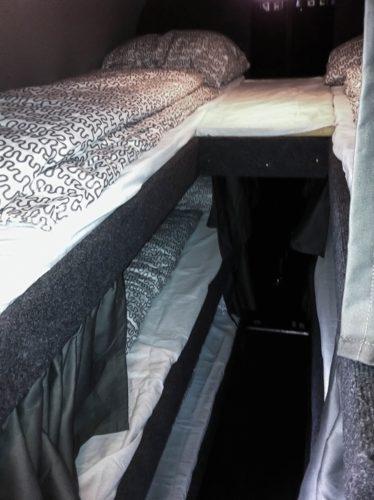 Bild 3 Betten übereinander MINI-Nightliner Tourbusse Wendt